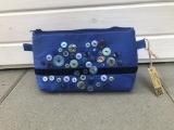 Kosmetiktasche aus blauem Köper mit vielen bunten Knöpfen