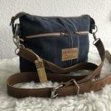 Jeans Upcycling Schultertasche mit Ledergurt